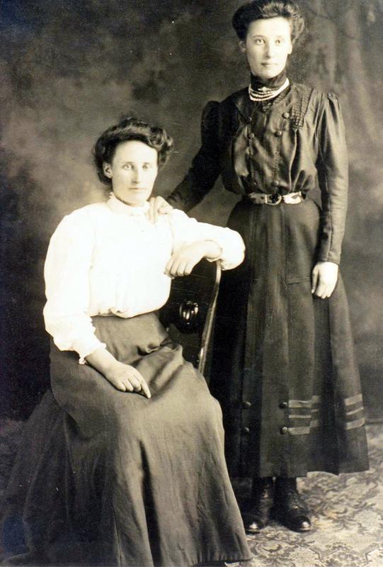 Charlotte Paula och Petra Elaine Hartland