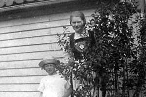 Marie och Bergljot Kvalevaag